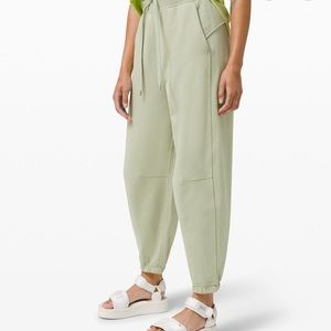 SEARCHING FOR: Lululemon Super High Rise Joggers